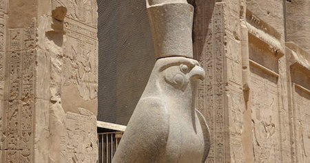 450x237Edfu valk close up